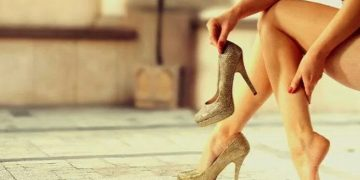 High heel makes you look #Fabulous but it's a #Disaster for your foot !